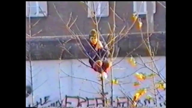 vidéos et rushes de after the gdr opened the border to west germany in the night of the 9th of november in 1989 at the 10th of novemberthese shots were made at the... - 1980 1989