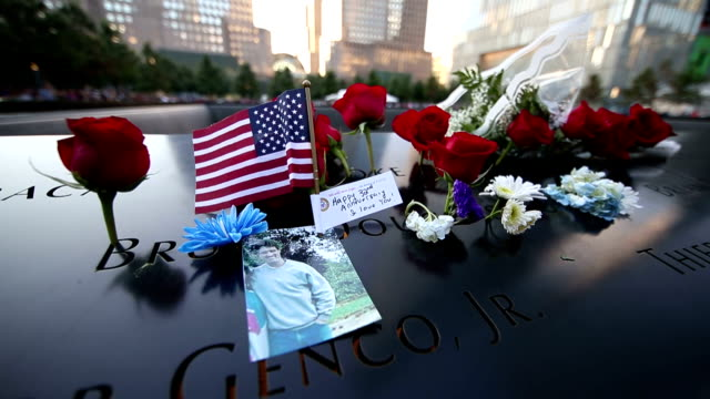 vidéos et rushes de after the remembrance ceremony held for the 13th anniversary of the 9/11 terrorist attacks, september 11 memorial and 9/11 museum reopened to visit... - cérémonie