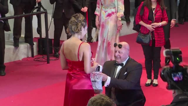 FRA: She said yes! Love steals the spotlight on Cannes red carpet