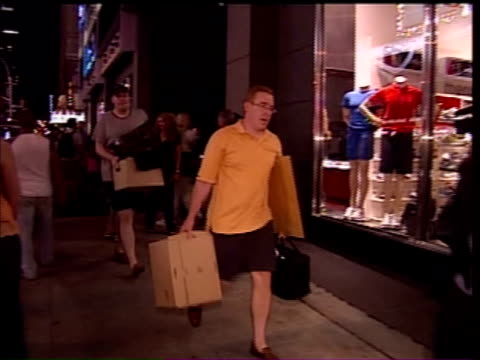 stockvideo's en b-roll-footage met aftermath of the lehman brothers collapse on new york city's workforce and economyn september 15 2008 lehman brothers failed to reach a bailout deal... - 2008