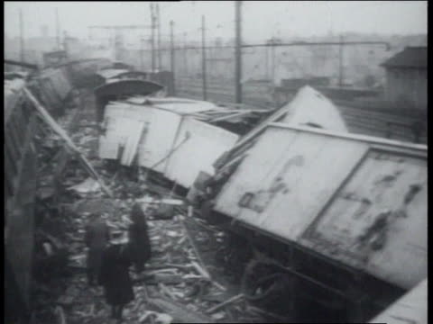 aftermath of train wreck / train cars off tracks amongst rubble - rubble stock-videos und b-roll-filmmaterial