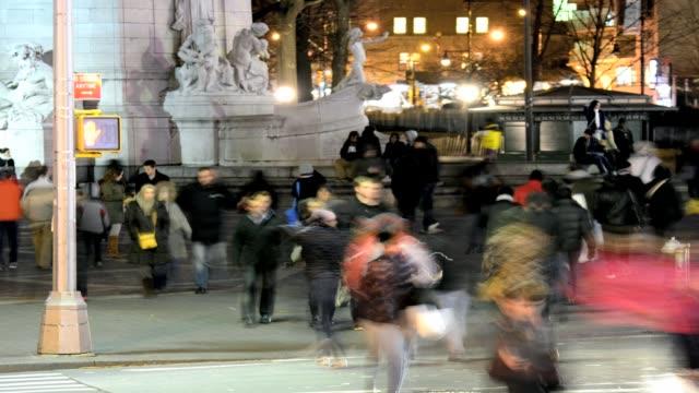 lapse afternoon rush hour pedestrian traffic people crossing street 59th street columbus circle upper west side manhattan new york city usa time... - städtischer platz stock-videos und b-roll-filmmaterial