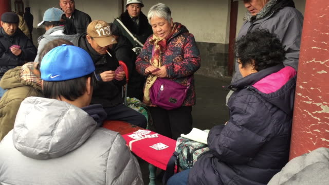 vidéos et rushes de aged people play cards together at famous temple of heaven on feb 20 2017 in beijing china aging of chinese population is a major challenge to china... - temple du ciel