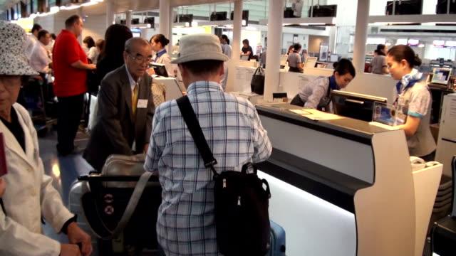 ageing bereaved family members of former japanese settlers in pre-war korea on friday august 14 left for pyongyang, north korea, to visit ryongsan... - 老化点の映像素材/bロール