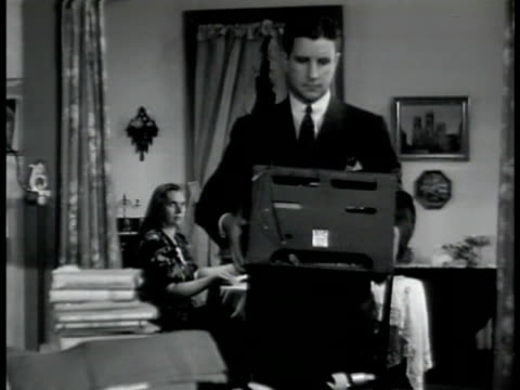 vidéos et rushes de in 'baumeyer' home 'fbi agents' confiscating german nazi materials flags rifles ws 'agents' w/ baumeyer family 'agent' pulling swastika flag off wall... - 1942