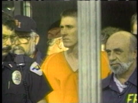 agents escort oklahoma city bomber timothy mcveigh. - timothy mcveigh stock videos & royalty-free footage