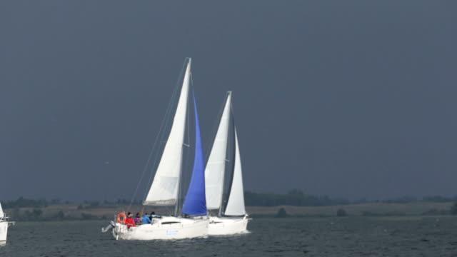 segelboote - regatta stock-videos und b-roll-filmmaterial