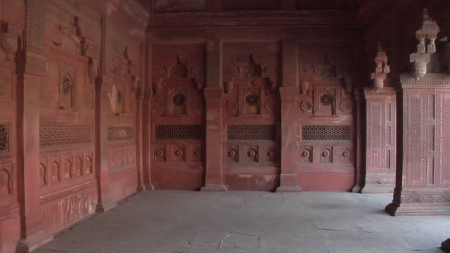 stockvideo's en b-roll-footage met ms, pan, agra fort, agra, uttar pradesh, india - 16e eeuwse stijl