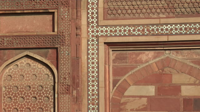 stockvideo's en b-roll-footage met cu, zo, ws, agra fort gate, agra, uttar pradesh, india - 16e eeuwse stijl