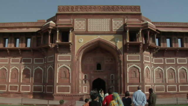 stockvideo's en b-roll-footage met ms, agra fort gate, agra, uttar pradesh, india - 16e eeuwse stijl
