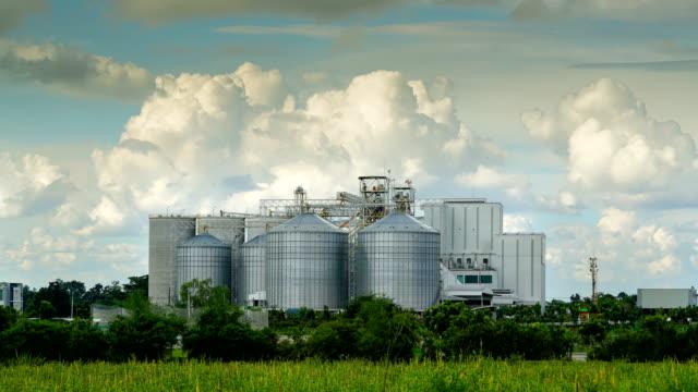 vídeos y material grabado en eventos de stock de silos agrícolas, lapso de tiempo - grano planta