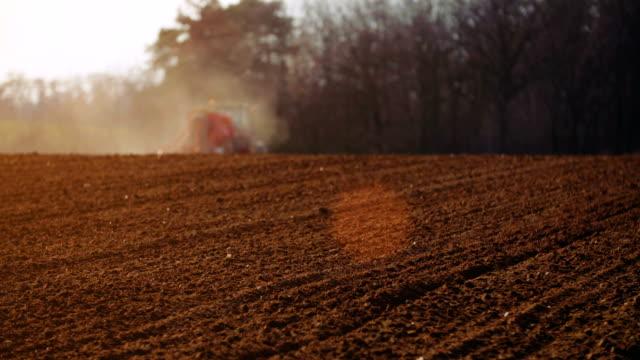 Landwirtschaft Traktor säen und pflegen field