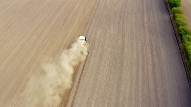stockvideo's en b-roll-footage met agriculture field aerial view - tractor