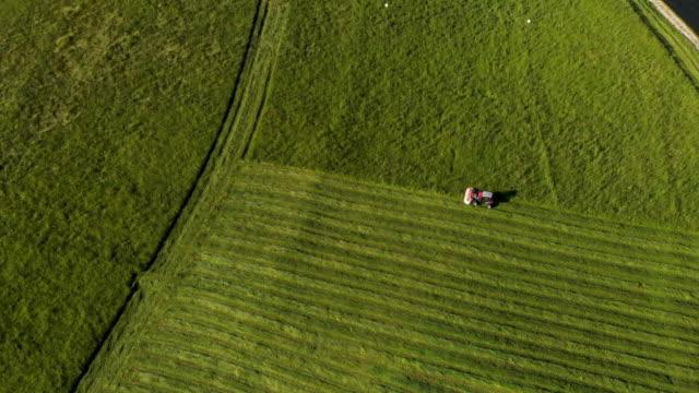 landwirtschaft-feld-hof, traktor faden abschneiden - sprühen stock-videos und b-roll-filmmaterial