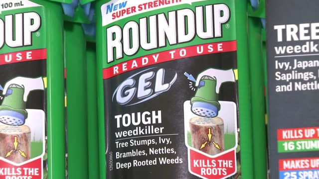 vidéos et rushes de agrochemical giant monsanto insists weedkillers are safe after us cancer lawsuit loss uk london 'round up' weed killer products in shop london int... - lawsuit