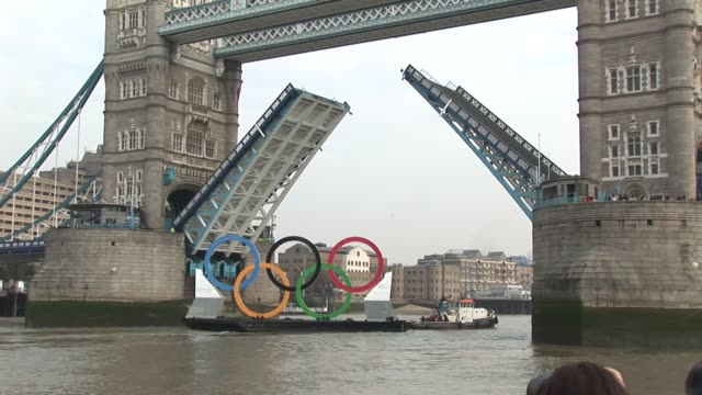 ahead of the 2012 summer games the olympic rings head past london's attractions along the thames river such as london bridge and tower bridge olympic... - tower bridge stock videos & royalty-free footage