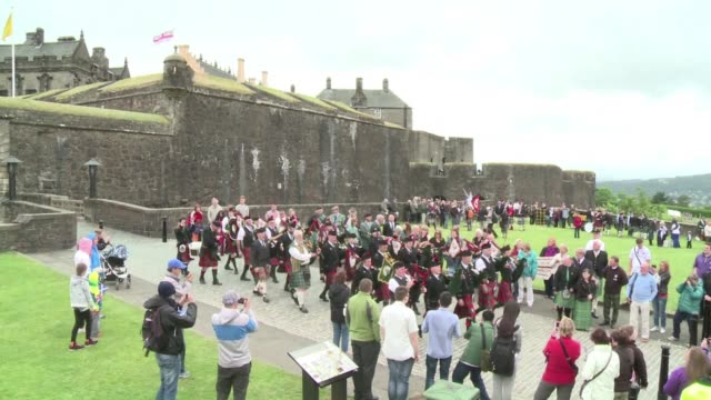 ahead of weekend ceremonies to mark the 700th anniversary of the battle of bannockburn in scotland a huge pipefest involving one thousand muscians... - stirling stock videos & royalty-free footage