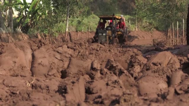 aid workers face challenges in taking supplies to remote gesterio part of barra longo city devastated by a wall of mud and mining sludge after waste... - slimy stock videos & royalty-free footage