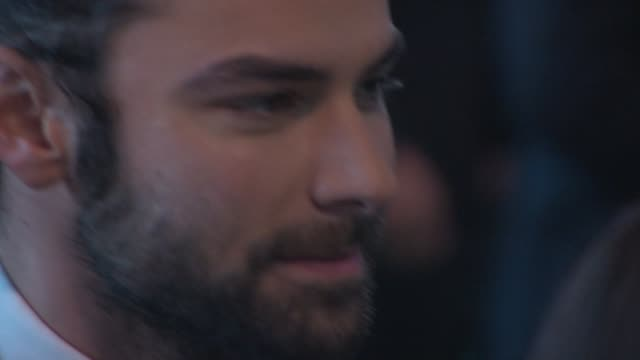 aidan turner at 'the hobbit: the battle of the five armies' world premiere at odeon leicester square on december 01, 2014 in london, england. - the hobbit: the battle of the five armies stock videos & royalty-free footage