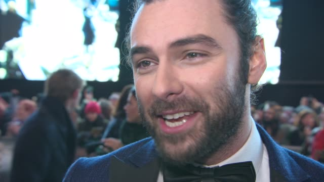 aidan turner on being at the premiere, meeting the fans, the experiences on set at 'the hobbit: the battle of the five armies' world premiereat odeon... - the hobbit: the battle of the five armies stock videos & royalty-free footage