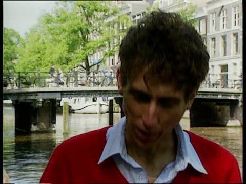 vídeos de stock e filmes b-roll de amsterdam aids conference; netherlands: amsterdam ext cms prof peter duesberg intvwd sof -azt is aids by prescription/ it is the most direct cause of... - acupuntura