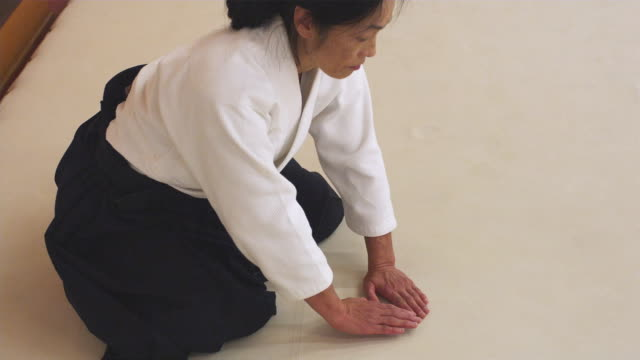 cu aikido instructor bowing / portland, oregon, usa - bowing stock videos & royalty-free footage