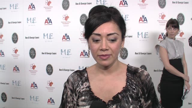 stockvideo's en b-roll-footage met aimee garcia on supporting the foundation and what makes her former costar george lopez a gracious host at the 29th annual the gift of life gala at... - century plaza