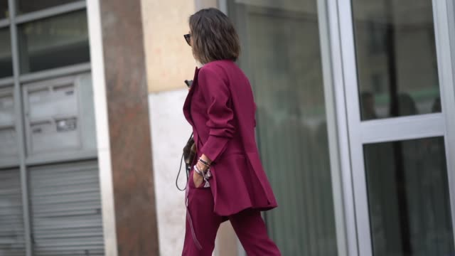 stockvideo's en b-roll-footage met aimee song wears sunglasses a purple suit and blazer jacket a white top a vuitton bag sneakers shoes during paris fashion week womenswear fall/winter... - zakelijke kleding