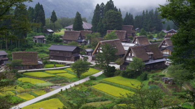 ainokura village in gokayama - sito patrimonio dell'umanità unesco video stock e b–roll