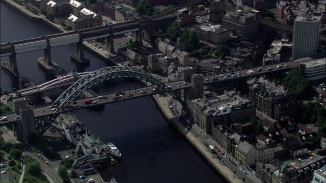 stockvideo's en b-roll-footage met a air ambulance passes over the city buildings surrounding the river tyne available in hd. - newcastle upon tyne