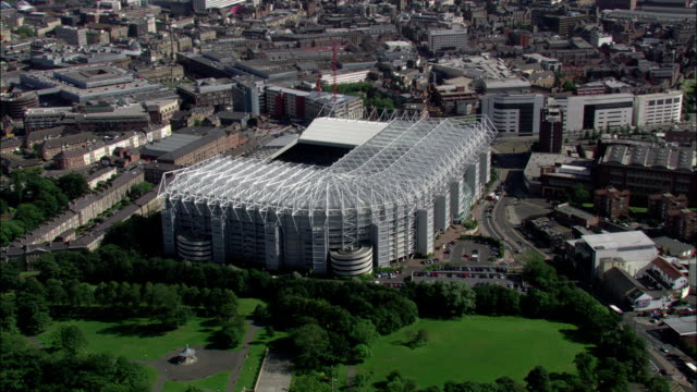 air ambulance passes st james' park football stadium available in hd. - newcastle upon tyne video stock e b–roll