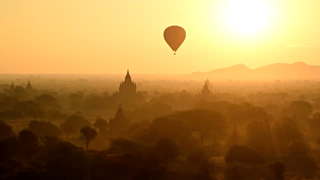 air ballons bagan temples - reportage stock videos & royalty-free footage