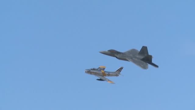 vidéos et rushes de air combat command f22 raptor demo team - armée de l'air américaine