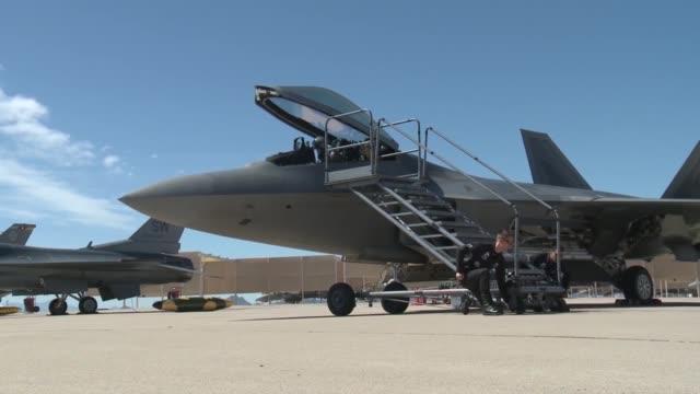F16 Vs F22 Dogfight