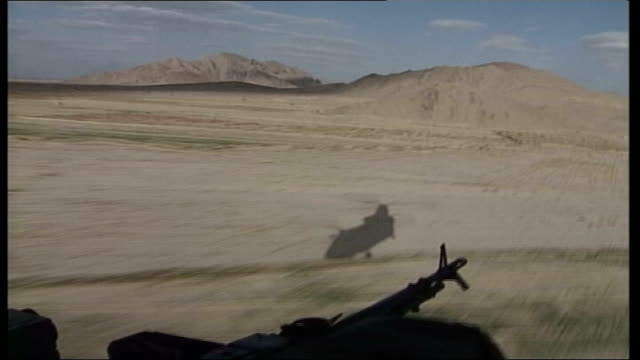 air crash kills 14 british military personnel; tx 22.2.2006 kandahar: int helicopter air view desert landscape seen from open chinook helicopter door... - kandahar stock-videos und b-roll-filmmaterial