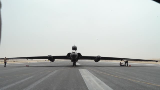 air force 99th expeditionary reconnaissance squadron maintainers prepare a u-2 dragon lady pilot prior to take off for a mission in support of... - equipaggio video stock e b–roll