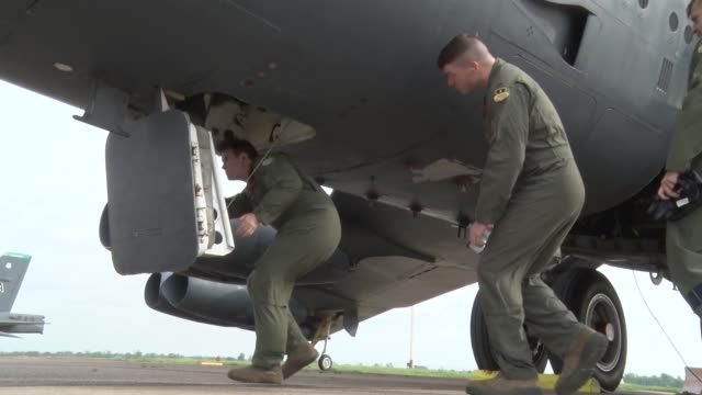 air force airmen perform a cart start with a b-52 stratofortress during a simulated nuclear exercise at bossier city air force base, louisiana. - us airforce stock videos & royalty-free footage