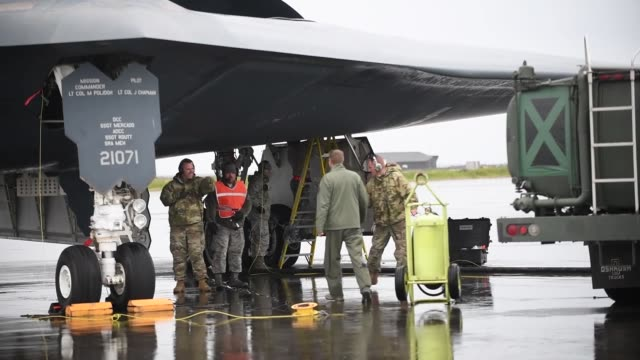 air force b-2 spirit stealth bomber arrives for the first time in iceland to perform hot-pit refueling. - refuelling stock videos & royalty-free footage