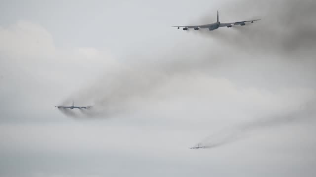 vídeos de stock e filmes b-roll de us air force b52h stratofortresses assigned to 2nd bomb wing take off in support of a bomber task force deployment from barksdale air force base... - avião bombardeiro