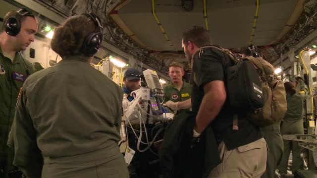 air force c-17 globemaster iii from the mississippi air national guard's 172nd airlift wing transported six injured children and their guardians to... - rettungsdienst mitarbeiter stock-videos und b-roll-filmmaterial