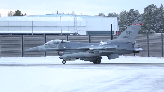 us air force f16 fighting falcon jets take off from kallax air base sweden during nato exercise trident juncture 2018 - 三叉槍点の映像素材/bロール