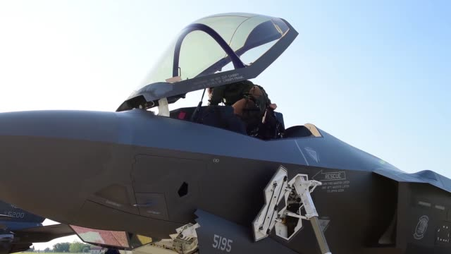 us air force f35's from hill air force base utah participate in exercise astral knight in italy 6 june 2019 - bremskeil stock-videos und b-roll-filmmaterial