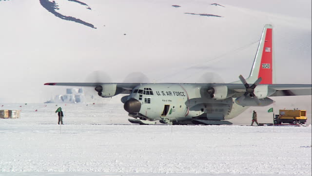 ms us air force hercules transport plane preparing for take off / antarctica - antarctica research stock videos & royalty-free footage