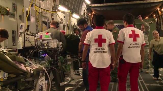 air force humanitarian airlift aeromedical evacuation mission took place at the direction of u.s. southern command to assist the government of... - rettungsdienst mitarbeiter stock-videos und b-roll-filmmaterial
