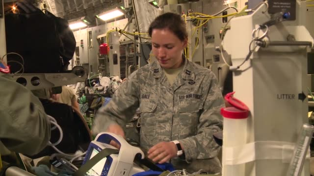 a us air force humanitarian airlift aeromedical evacuation mission took place at the direction of us southern command to assist the government of... - rettungsdienst mitarbeiter stock-videos und b-roll-filmmaterial