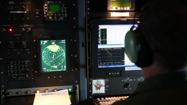 vidéos et rushes de air force hurricane hunters fly a wc-130 hercules through the eye of hurricane dorian above the atlantic ocean collecting weather data to determine... - pilot
