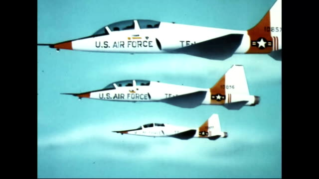 stockvideo's en b-roll-footage met us air force jets flying in the sky - 1955