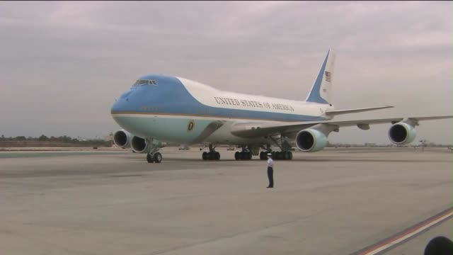 ktla air force one arrives at los angeles international airport - air force one stock videos & royalty-free footage