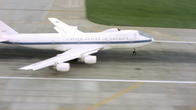 air force one takes off and flies above a hazy landscape. - air force one stock videos & royalty-free footage