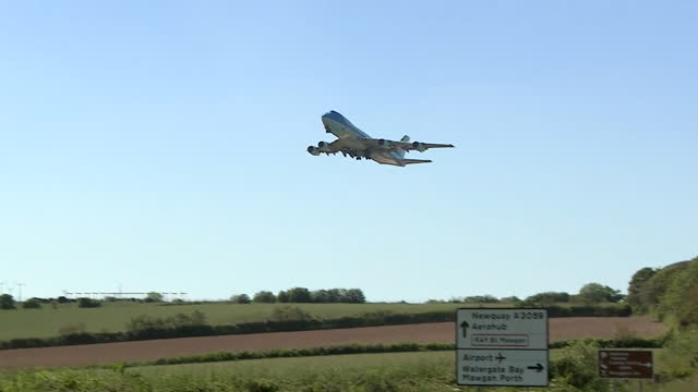 air force one us presidential aeroplane, leaves newquay airport as us president joe biden and wife jill, leave g7 summit - moving up stock videos & royalty-free footage